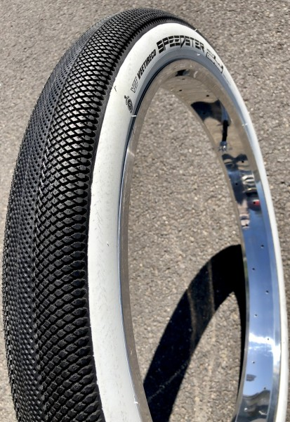Pneus Vee Speedster 26 x 2,8 noir bande blanche