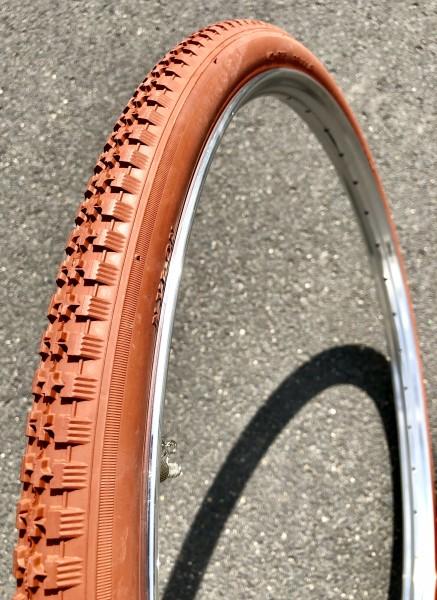 Pneu 28 x 1 1/2 x 40-635 Couleur rouge argile / la brique